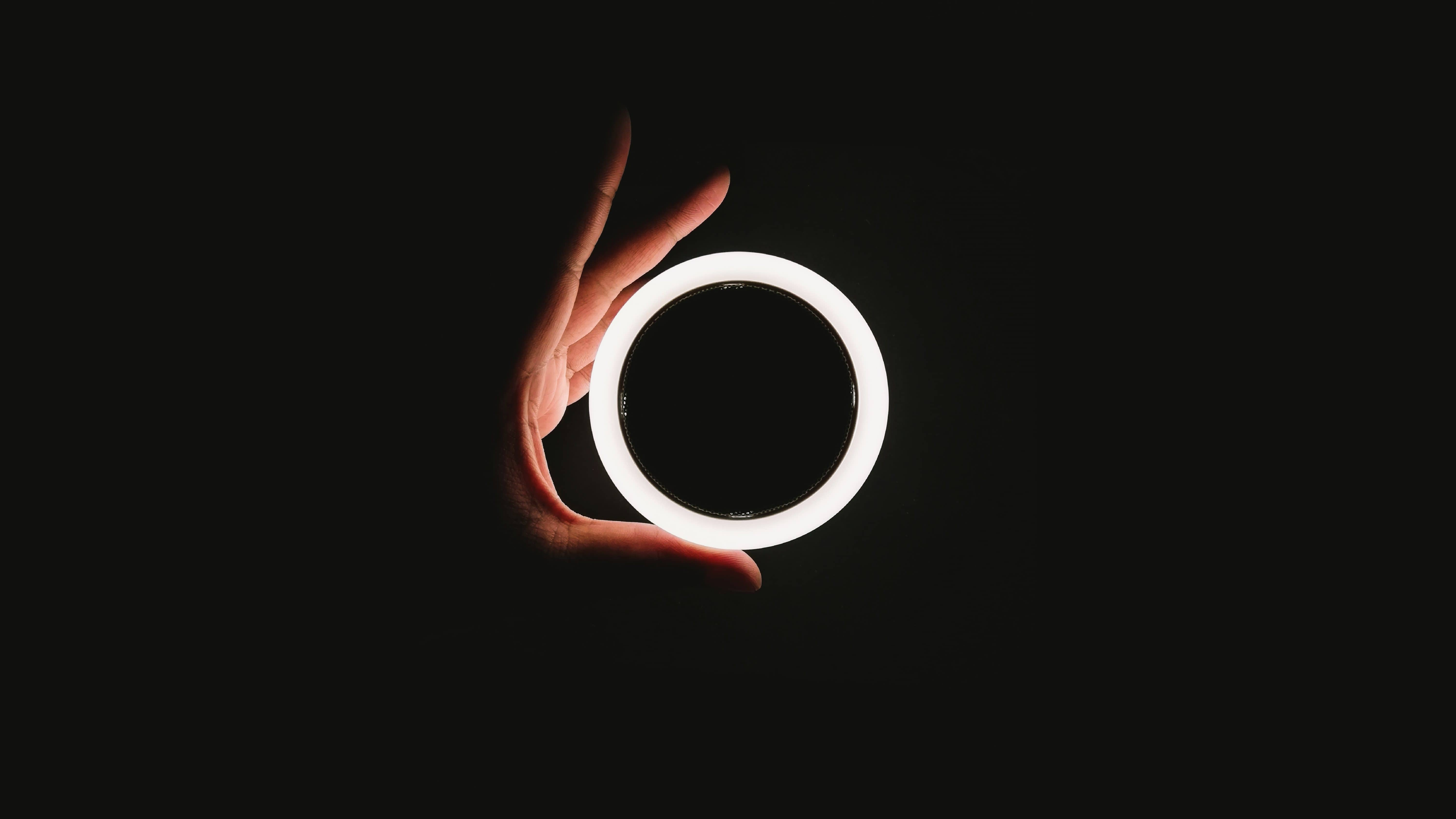 A bright loop in darkness